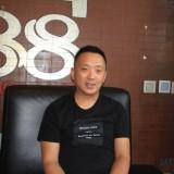 Pemilik (Owner) tempat hiburan malam karaoke 888 Teddy Hindrat saat rilis soal percobaan penipuan dan pemerasan (Agus Salam/Jatim TIMES)