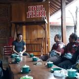 Tim Paralayang Blitar saat sowan ke kediaman Wabup Marhaeinis