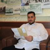 Wali Kota  Probolinggo, Hadi Zainal Abidin menunjukkan surat ketiga Karaoke 888 di ruang lobi kantor wali Kota Probolinggo (Agus Salam/Jatim TIMES)