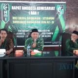 Andi wijaya (tengah) dan Junaidi  (kanan) saat memberikan Stadium General di acara RAK HMI Bondowoso di Pendopo Bupati (BondowosoTIMES/Isma)