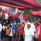 Bupati Blitar Rijanto memberangkatkan peserta jalan sehat HUT Ke-72 Koperasi.