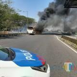 Bus Akas yang terbakar di Tol Sidoarjo