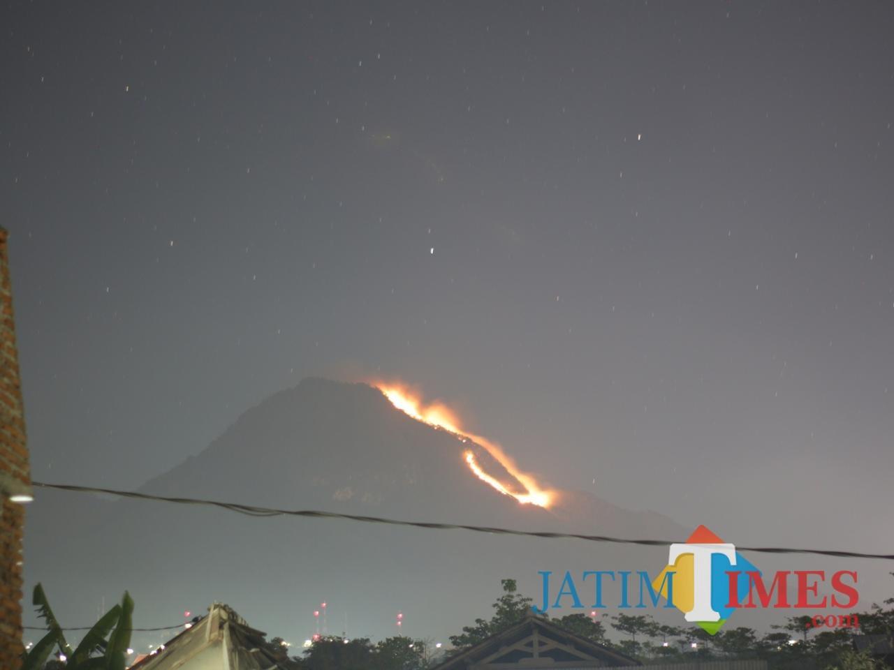 Kondisi kebakaran di Lereng Gunung Panderman. (Foto: Istimewa)