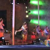Para penari saat menarikan sebuah cerita daerah dalam gelaran Mahakarya Kota Kediri. (eko Arif s /JatimTimes)