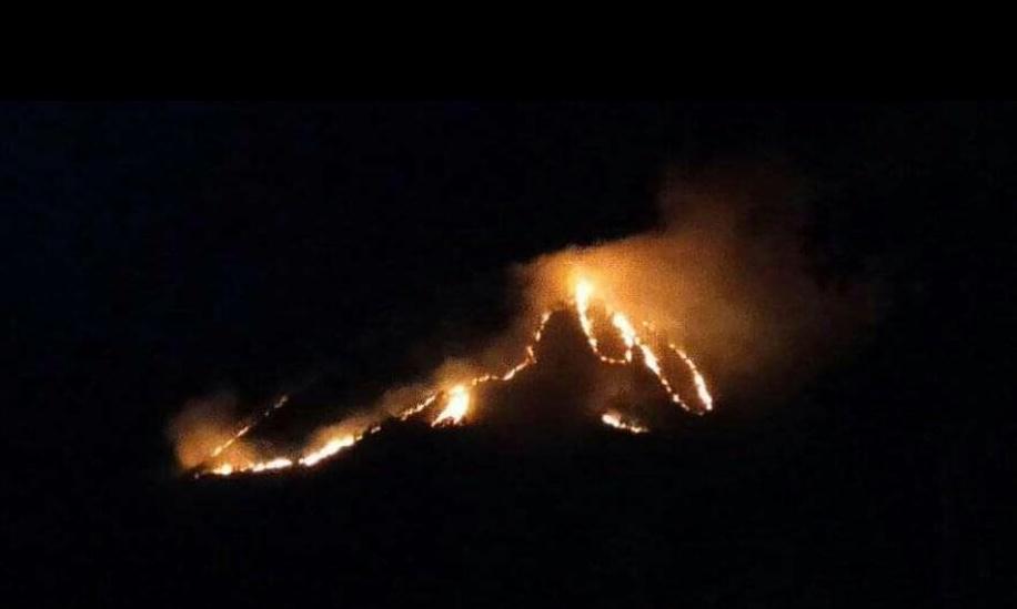 Sekilas api membentuk lafadz Allah saatKebakaran Gunung Panderman Kota Batu,(21/7/2019).