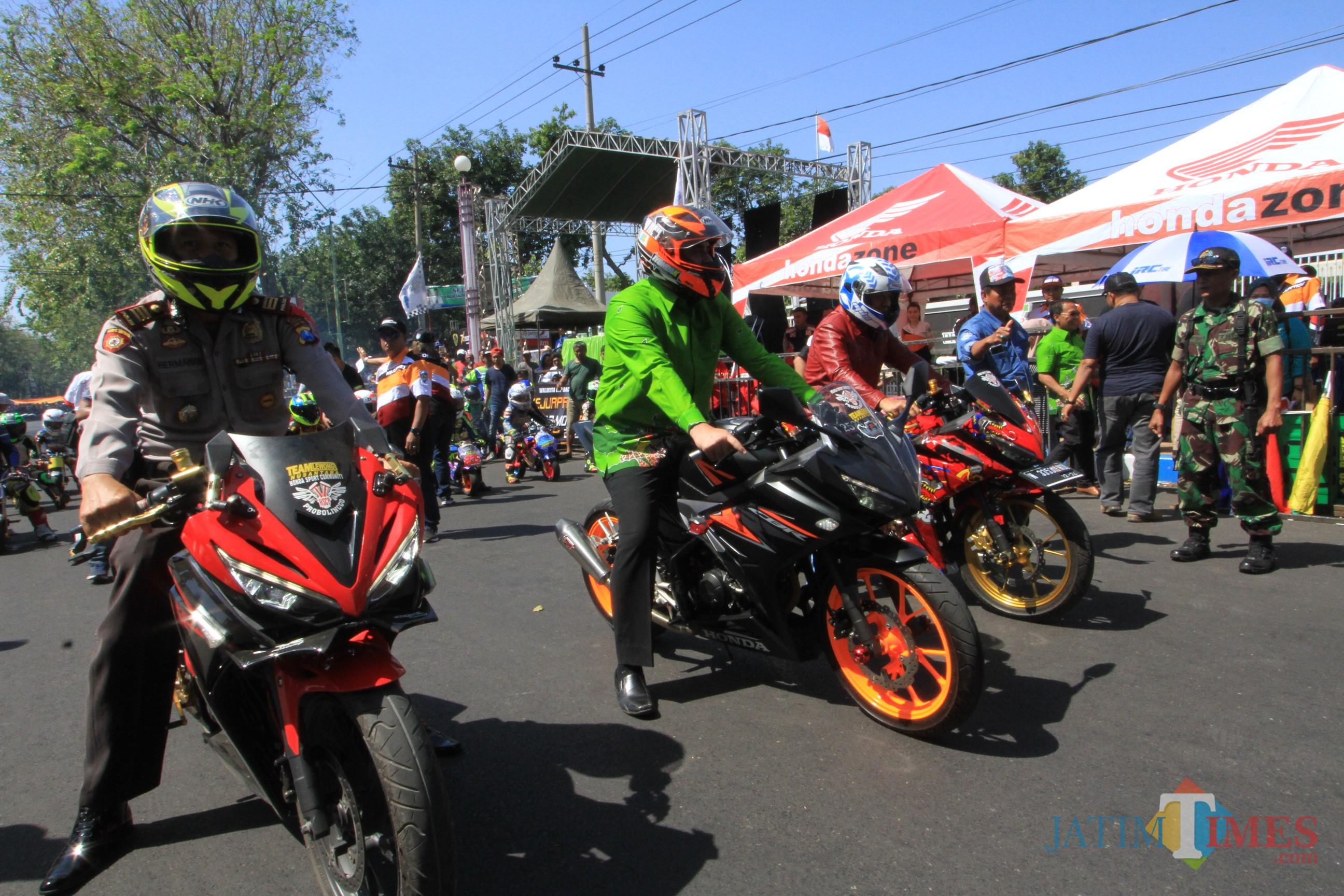 Wali Kota  Probolinggo, Hadi Zainal Abidin (Pakai Baju Hijau Tengah) saat menjajal sirkuit Jalan Panglima Sudirman (Agus Salam/Jatim TIMES)