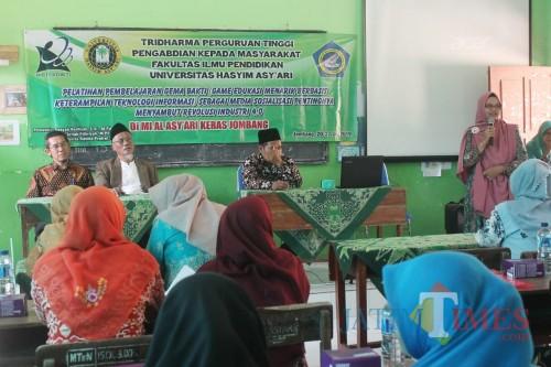 Susasana pelatihan yang diberikan oleh LPPM UNHASY kepada para guru MI dan MA Al-Asy'ari. (Foto : Adi Rosul / JombangTIMES)
