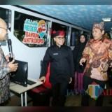 Bupati Abdullah Azwar Anas saat menyambut dan berbaur dalam acara Roadshow Bus Komisi Pemberantasan Korupsi (KPK)