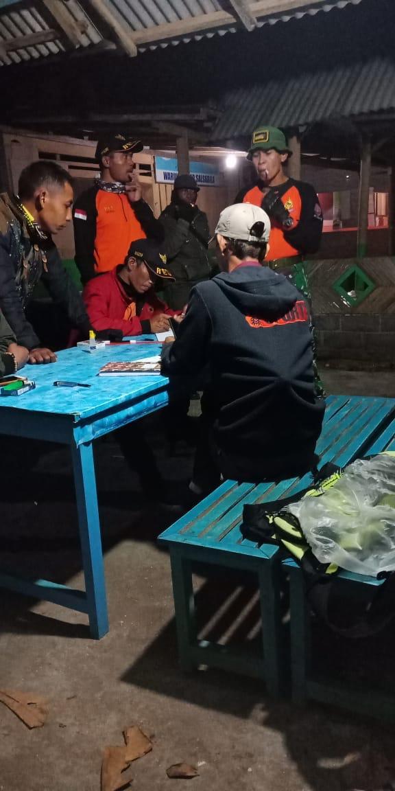Tim saar saat melakukan pemetaan guna melakukan pencarian di sekitar lokasi laka laut (Foto : Istimewa)