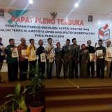 Foto bersama komisioner KPU Bondowoso bersama wakil partai-partai politik usai sidang pleno. (Foto: Indra Setiawan/BondowosoTIMES)