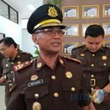 Kajari Situbondo Nur Slamet saat memberikan keterangan pers di hadapan sejumlah wartawan. (Foto Heru Hartanto / Situbondo TIMES)