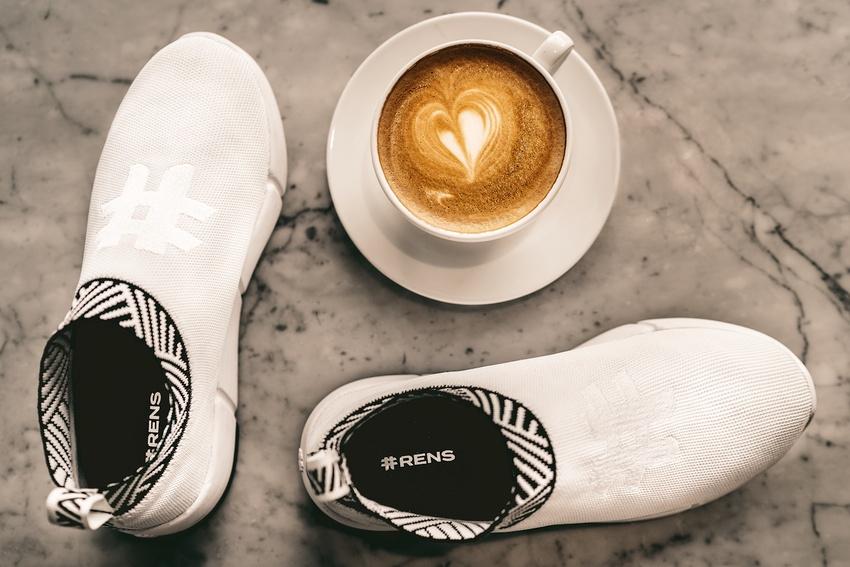 Rens, sepatu berbahan ampas kopi.(Foto: Istimewa)