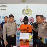 Tersangka Wisang diamankan Polisi setelah terbukti sewakan kamar kos untuk perbuatan asusila
