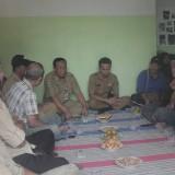 Tim penilai DLH Kab Blitar saat melaksanakan penilaian di Desa Gogodeso.(Foto : Aunur Rofiq/BlitarTIMES)