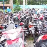 Puluhan sepeda motor BB laka yang menumpuk di Unit Laka Lantas Polres Malang Kota.(Doc MalangTIMES)