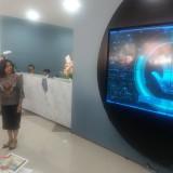 Lauren Sulistiawati ketika membuka cabang utama Bank Commonwealth