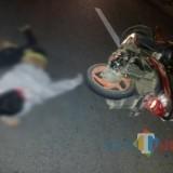 Korban tewas Dedy Kurniawan saat masih tergeletak di jalan (foto : Istimewa / TulungagungTIMES)