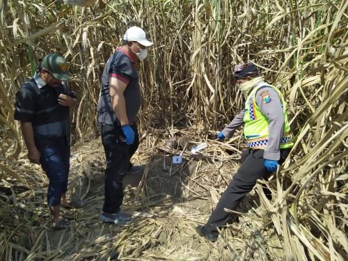 Petugas kepolisian saat melakukan olah TKP di lokasi kejadian (Foto : Humas Polres Malang for MalangTIMES)