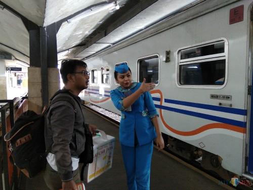 Ilustrasi penumpang yang akan berangkat dari Stasiun Malang Kotabaru. (Foto: Nurlayla Ratri/MalangTIMES)