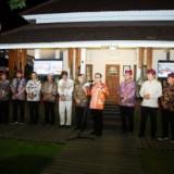 Para kepala daerah berfoto bersama Bupati Banyuwangi Abdullah Azwar Anas.