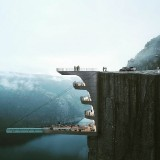 Kolam Renang Menggantung di Atas Jurang 604 Meter, Berani Coba?