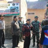 Dandim dan Bupati Blitar saat cek pelaksanaan program TMMD di Desa Karangbendo