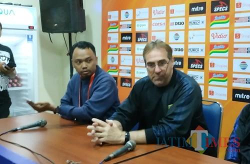 Pelatih Persib Bandung, Robert Rene Albert (kanan) (Hendra Saputra)