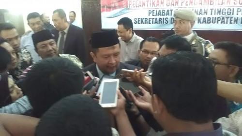 Sekda Bondowoso yang baru, H.  Syaifullah, SE.,M.Si saat diwawancarai wartawan usai dilantik, Selasa (30/7/2019)