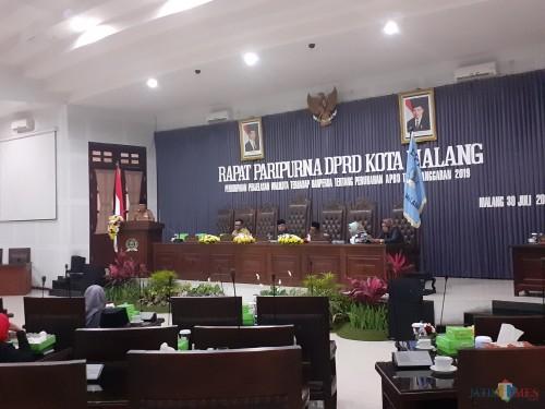 Suasana Rapat Paripurna Di Kantor DPRD Kota Malang (Arifina Cahyanti Firdausi/MalangTIMES)