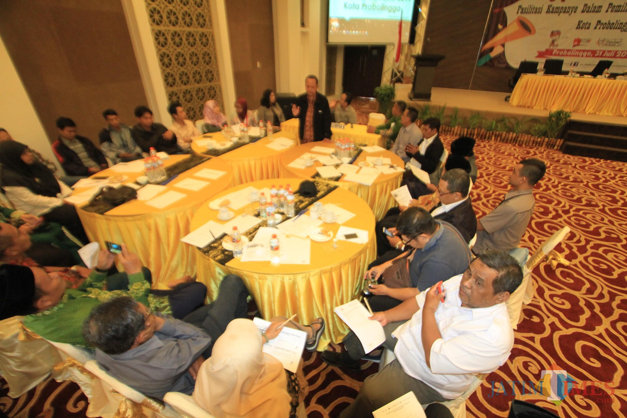 Suasana diskusi fasilitasi evaluasi pemilu 2019 yang digelar KPU Kota Probolinggo  di Ballroom Bromo Park Hotel (Agus Salam/Jatim TIMES)