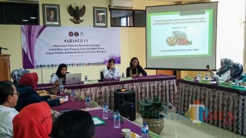 Sarahsehan FKH UB dan Dinas Peternakan Kabupaten se-Jawa Timur. (Foto: Imarotul Izzah/MalangTIMES)