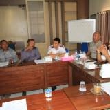 Suasana pertemuan antara angkot, tukang becak, gojek pangkalan dengan transportasi online di kantor Dishub Kota Probolinggo (Agus Salam/Jatim TIMES)