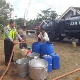 Tujuh Kecamatan di Kabupaten Malang Masuk Zona Kekeringan, Polres Bantu Drop Air Bersih