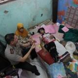 Beri Bantuan dan Semangat Hidup, Kapolresta Kunjungi Remaja Penderita Tumor Tulang di Probolinggo