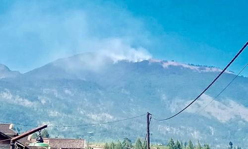 Kondisi Gunung Arjuna beberapa saat yang lalu. (Foto: istimewa)