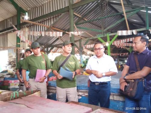 TP4D Kejari Kota Malang saat melakukan monev di Pasar Mergan (Anggara Sudiongko/MalangTIMES)