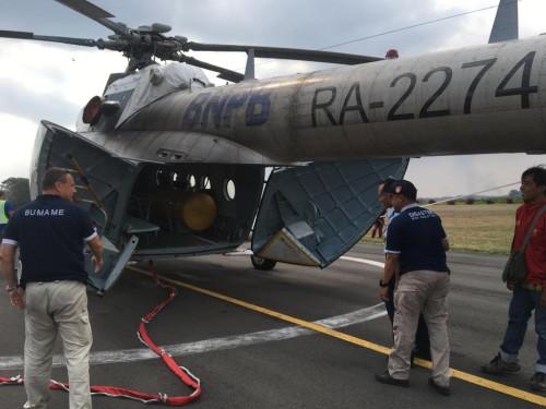 Tim saat mengecek kesiapan Helikopter RA-2274 di Lanud Abd Saleh, Jumat (2/8/2019).