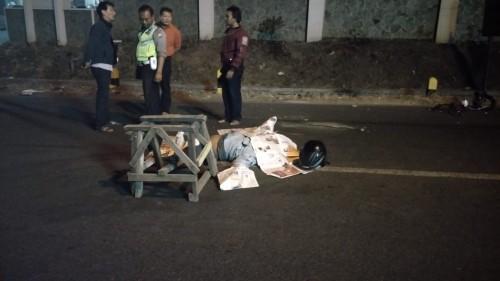 Kondisi jenazah yang terlibat kecelakaan maut sesaat sebelum di evakuasi ke RSSA Malang. (Foto : Laka Lantas Polres Malang for MalangTIMES)