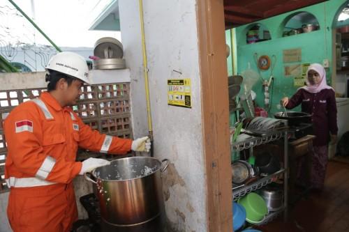 Santri Ponpes Salafiyah Pasuruan Kian Nyaman Memasak Setelah Pakai Gas Bumi