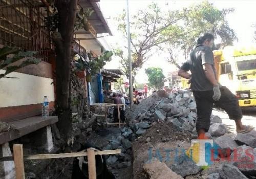 Pembangunan drainase mulai jadi fokus Dinas PU Bina Marga Kabupaten Malang di tahun 2019 (dok MalangTIMES)