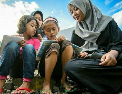 Berawal dari Iseng Bagikan Susu hingga Menjadi Tempat Belajar Anak Jalanan