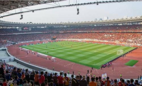 Suasana Stadion Utama Gelora Bung Karno saat Aremania dan The Jak Mania bersama mendukung tim kesayangannya. (@stadiongelorabungkarno)