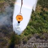 Berikut Suasana  Water Bombing untuk Tanggulangi Kebakaran Hutandi Lereng Panderman-Kawi dan Gunung Arjuna
