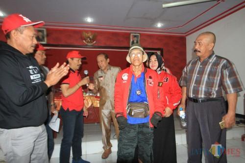 Sukkur warga Kota Probolinggo dilepas ketua DPC PDIP Haris Nasution, Keliling Indonesia (Agus Salam/Jatim TIMES)
