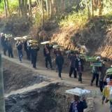 Warga Dusun Gondorejo Kerahkan 500 Encek untuk Kenduri Sambil Kenakan Pakaian Adat Saron
