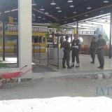 Petugas Satpol PP saat mendatangi kedai Mie Gacoan di Jalan Suroyo Kota Probolinggo (Agus Salam/Jatim TIMES)