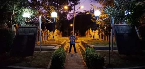 TPU Nasrani Sukun yang nampak indah pada malam hari (UPT PPU)