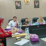 Wabup, Kadis PUPR dan PPK Pembangunan Jalan Tol saat rapat konsultasi publik dengan camat
