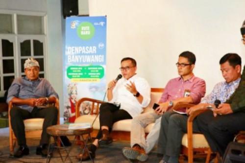 Bupati Banyuwangi Abdullah Azwar Anas saat memberikan keterangan kepada awak media di Bali