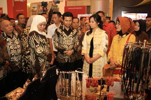Gubernur Jatim Khofifah Indar Parawansa bersama Wagub Jatim Emil Elistianto Dardak
